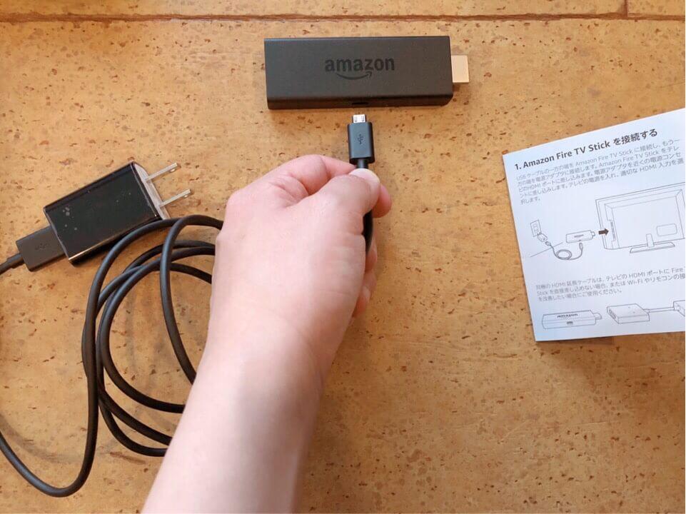 USB電源ケーブルをMicro-USBに差し込む