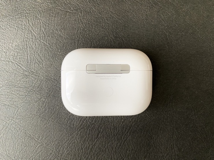 AirPods Proの充電ケース裏のボタン