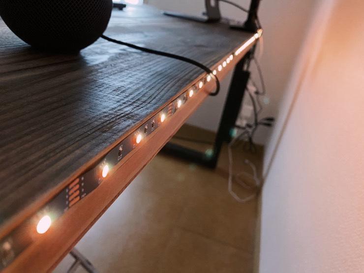 Lighting EVERの格安LEDテープライトをデスク裏に貼った