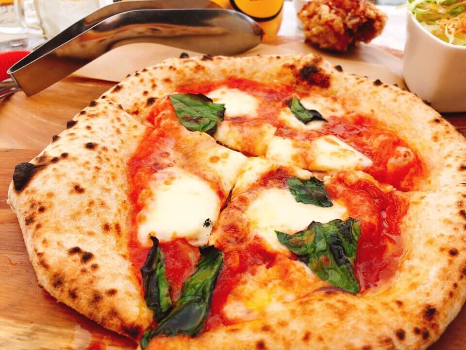 ピザがもっちもちで癖になるほど美味しい