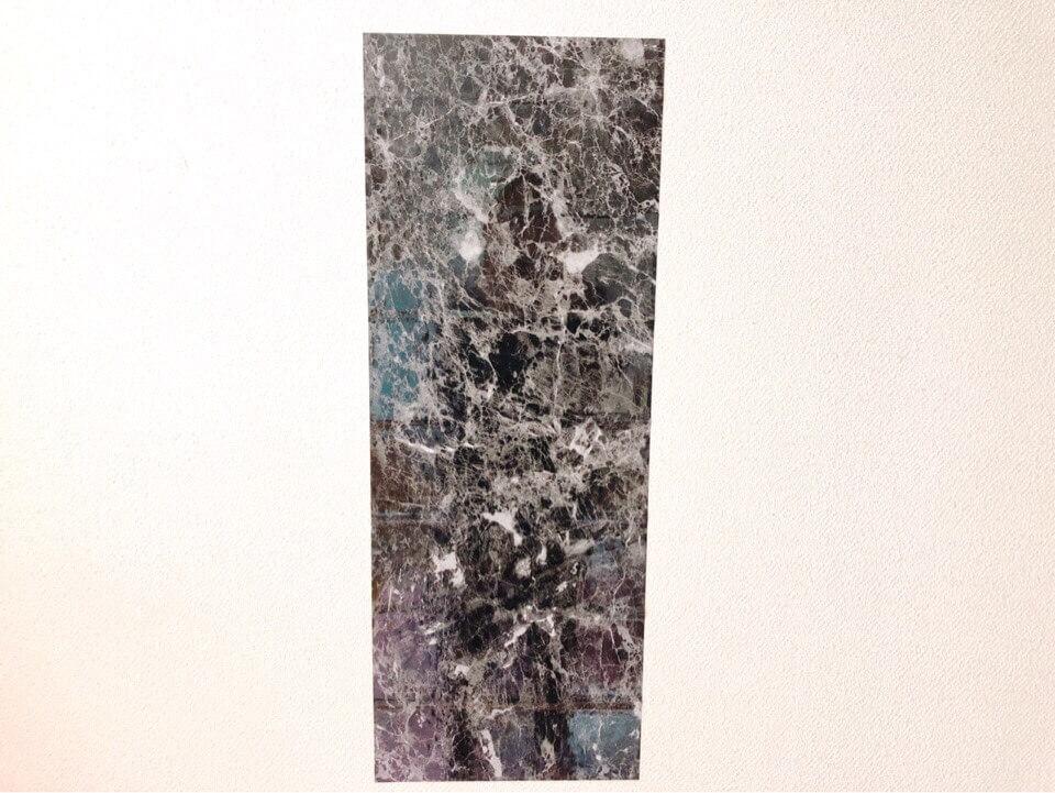 ダイソーのリメイクシート 大理石柄ブラックを壁に貼ってみた