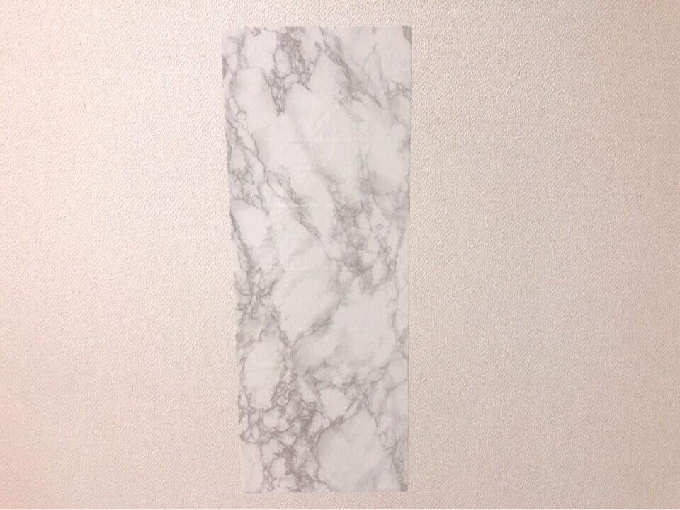 ダイソーのリメイクシート 大理石柄・ホワイトを壁に貼ってみた