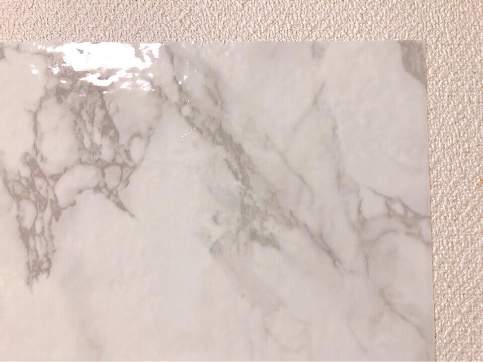 ダイソーのリメイクシート 大理石柄・ホワイトを間近で見る