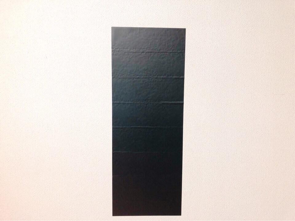 ダイソーのリメイクシート レザー調ブラックを壁に貼ってみた