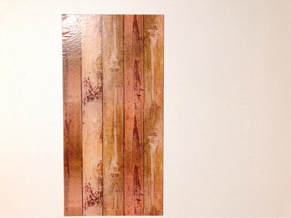ダイソーの筒状のリメイクシート 板壁風シャビーシック ブラウンを壁に貼ってみた