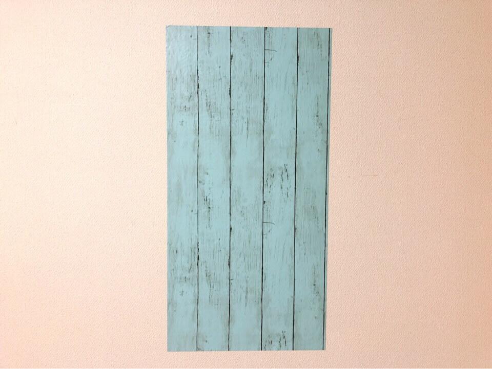 ダイソーの筒状のリメイクシート 板壁風シャビーシック ブルーを壁に貼ってみた