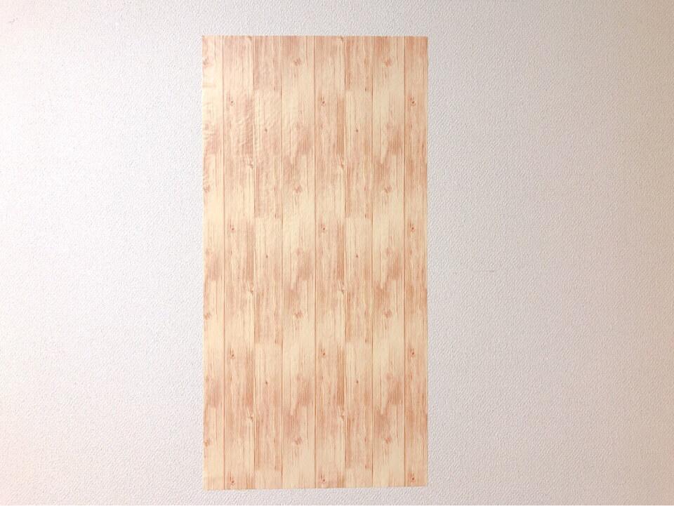 ダイソーの筒状のリメイクシート 板壁風ナチュラルウッドを壁に貼ってみた