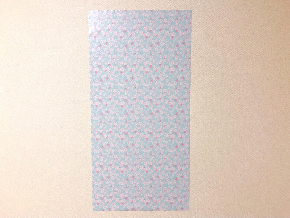 ダイソーの筒状のリメイクシート はんなり桜を壁に貼ってみた