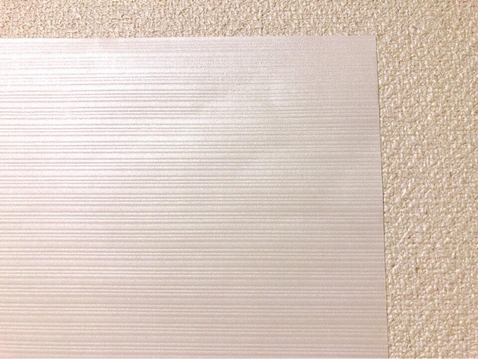 ダイソーの小さめリメイクシート 木目調ホワイトを間近で見る