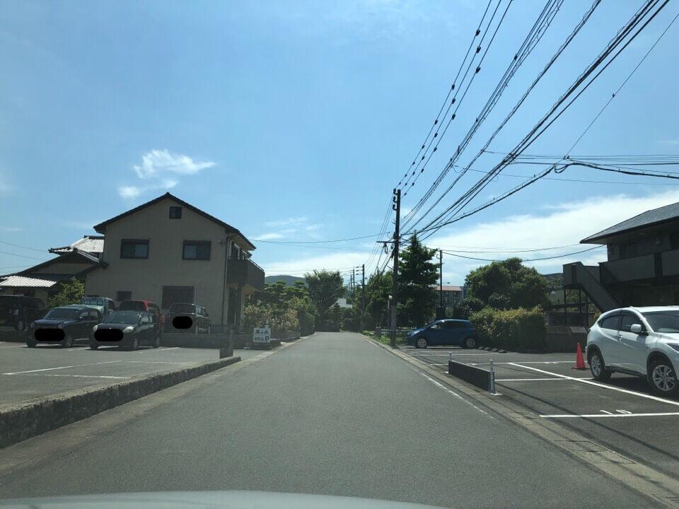 風の森まなびのへの駐車場は左折して右折すると広い駐車場に辿り着く