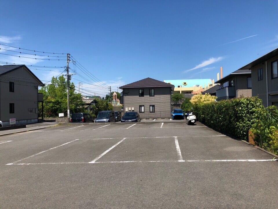 風の森まなびのの駐車場は13台ほど停められます