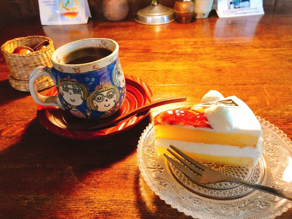 カフェ・ド・ジーノのコーヒーとケーキ