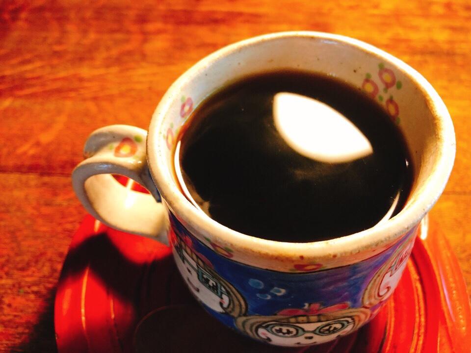 カフェ・ド・ジーノのコーヒーは波佐見町のものを使っている