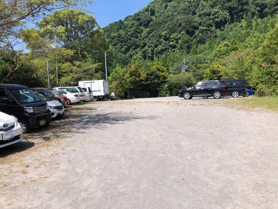 山の寺 邑居の駐車場は広い