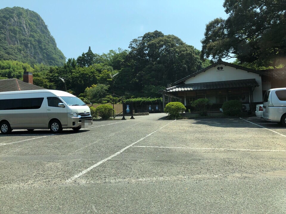 坂道を登り、ホテルまでの途中に御船山楽園がある