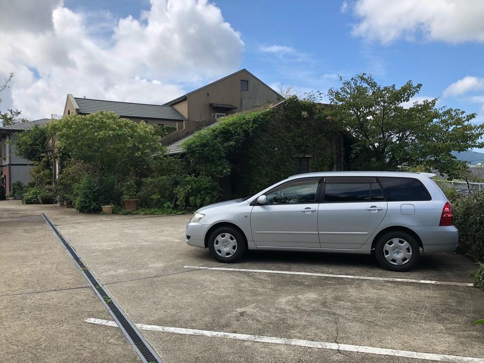 駐車場は8台ほど停めれます