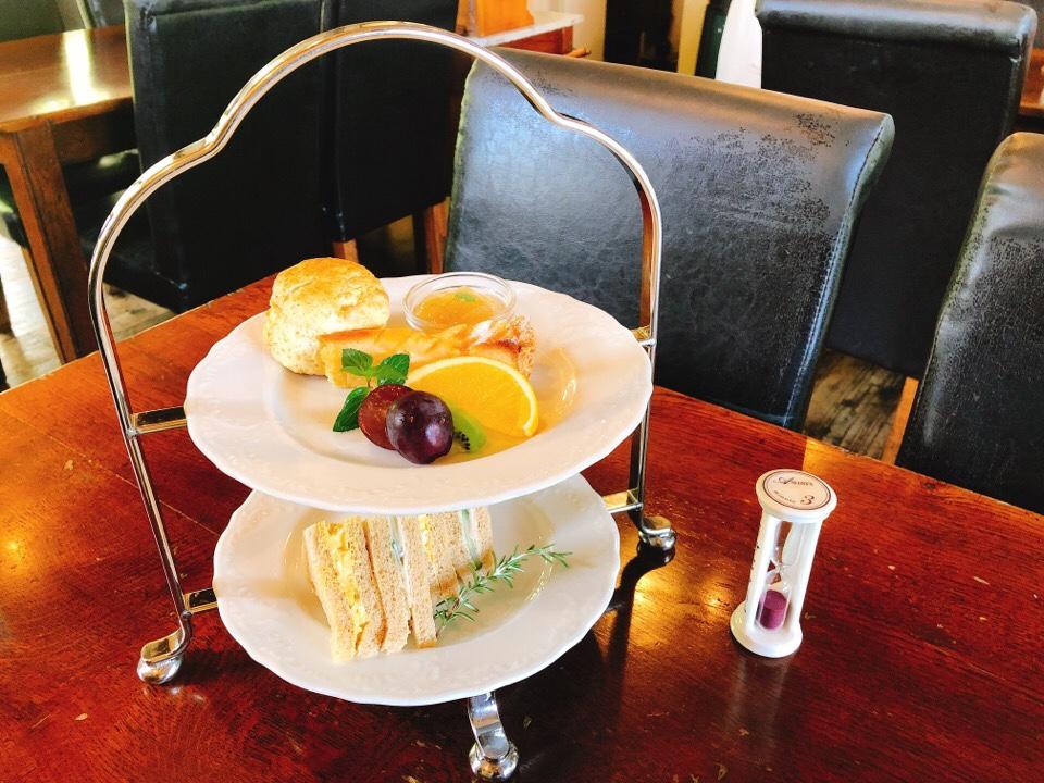 シシングハーストのアフタヌーンティーセットの3段ケーキスタンドがきた!