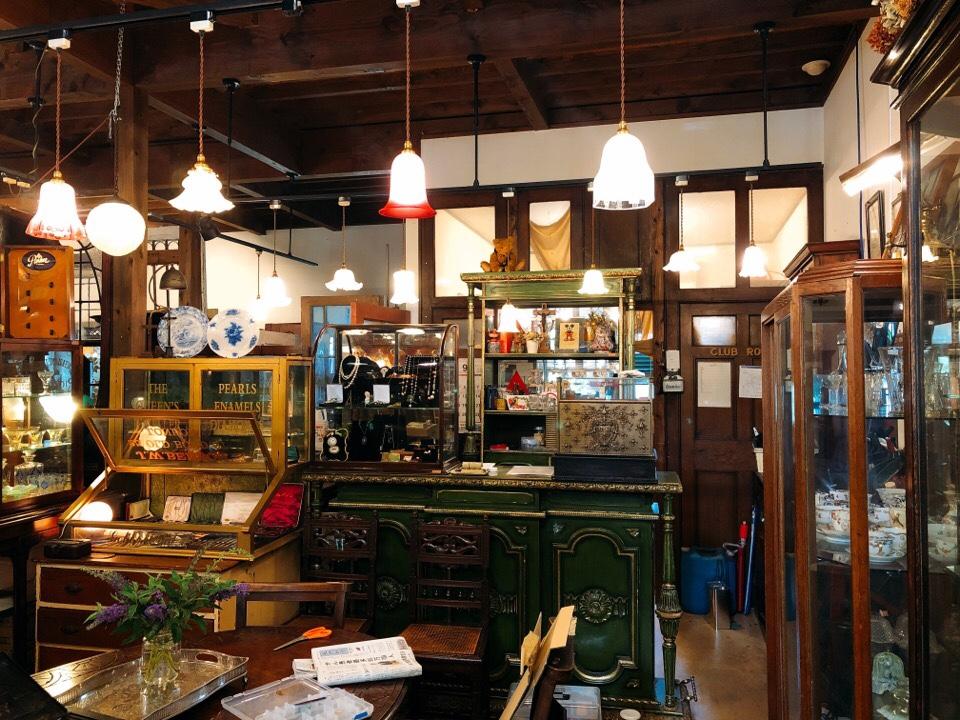 シシングハーストのアンティーク家具と雑貨