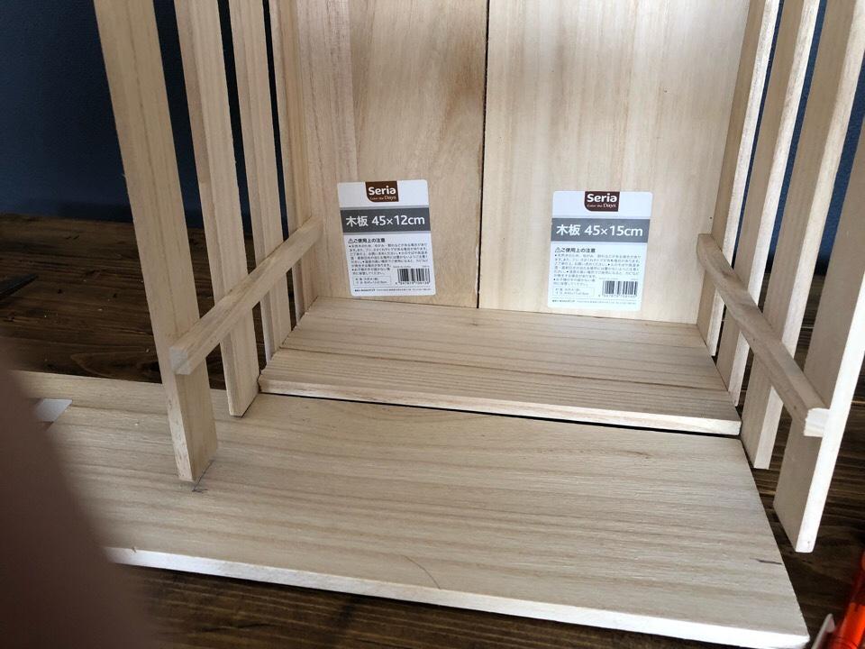 補強するために木板で底を作っていく