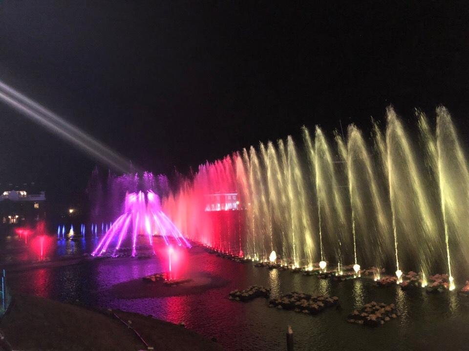 ハウステンボス光の王国の光と水のフルカラー水上噴水ショー
