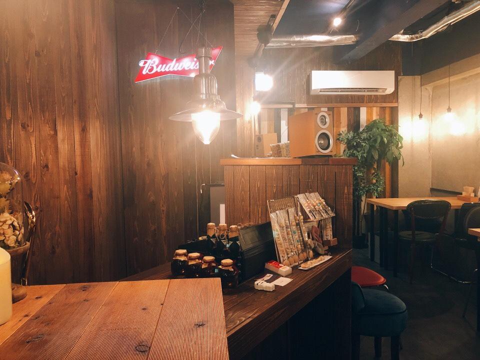 住吉の地下にあるカフェ『cafe&bar MALGOT』の店内がオシャレ