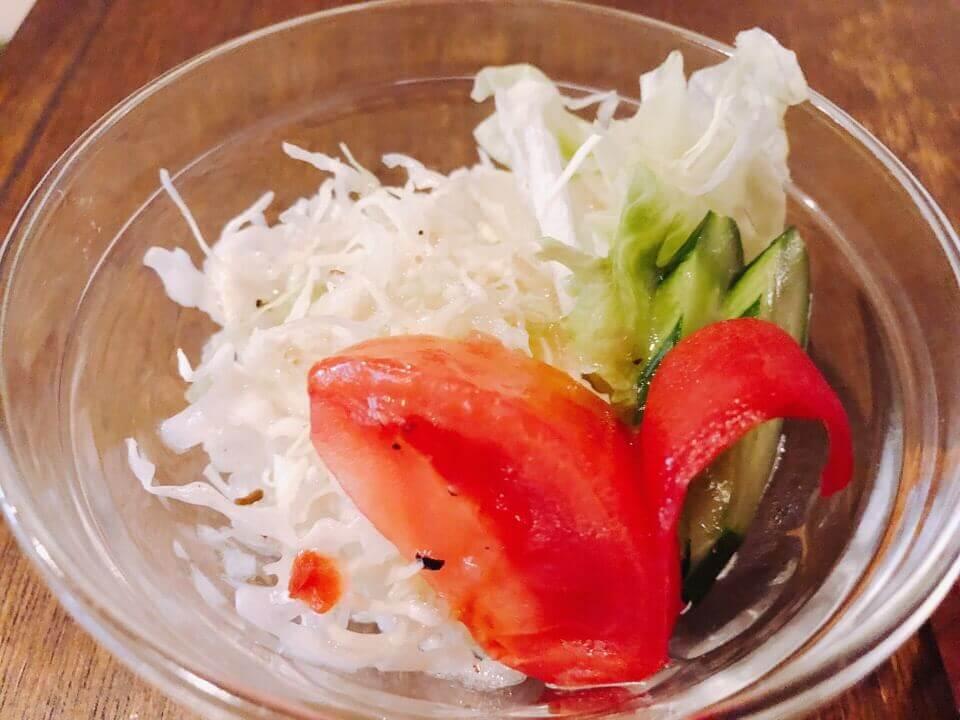 住吉azito(アジト)のハンバーグランチのサラダ