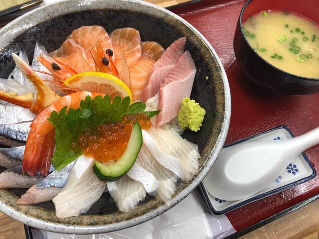 竹野鮮魚の海鮮丼をいただくよ!新鮮お魚たっぷりほっぺが落っこちます