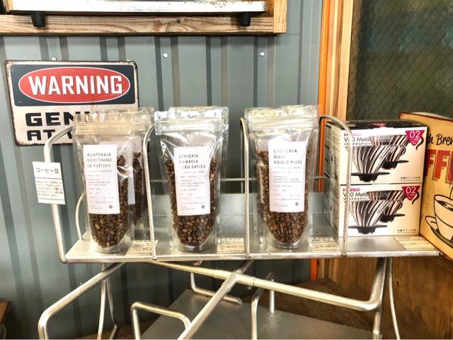 ボーダレスラウンジには店内で飲めるコーヒーと同じ豆が販売されている