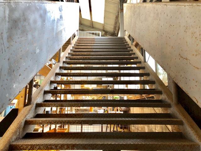 ボーダレスラウンジの階段